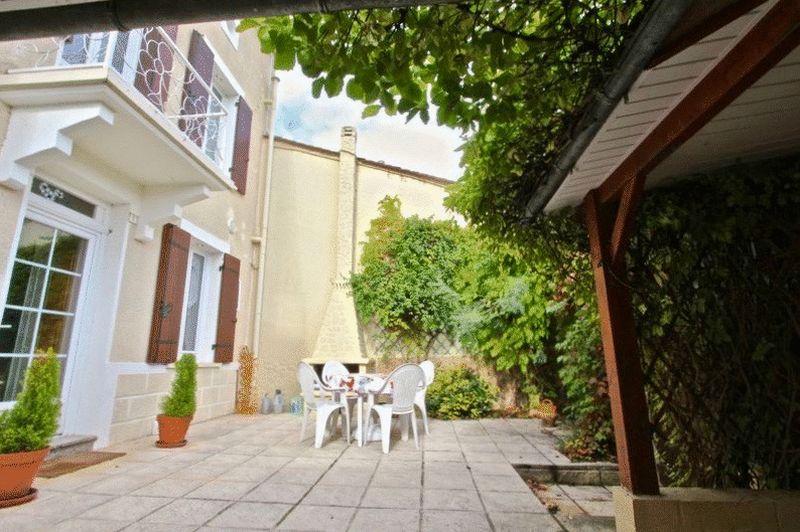 Photo 3 Courtyard