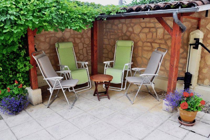 Photo 5 Courtyard
