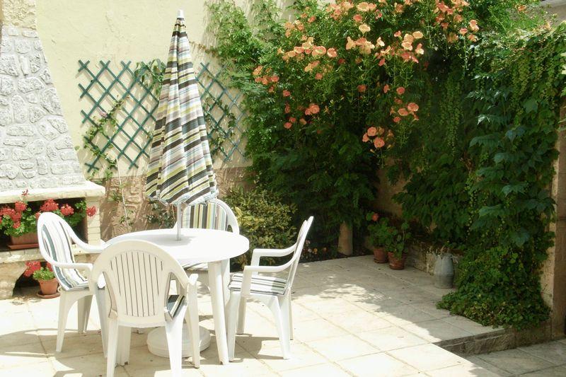 Photo 4 Courtyard