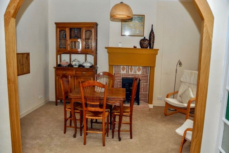 Photo 8 Dining room