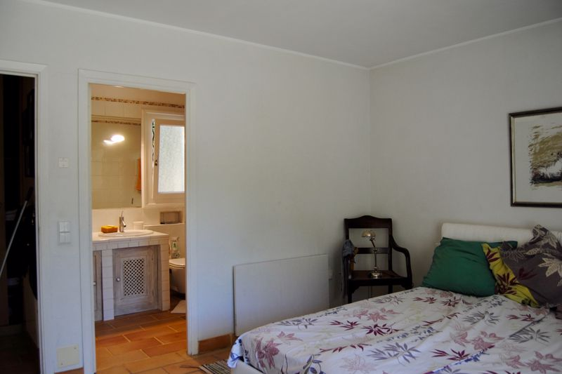 Principal bedroom showing en-suite