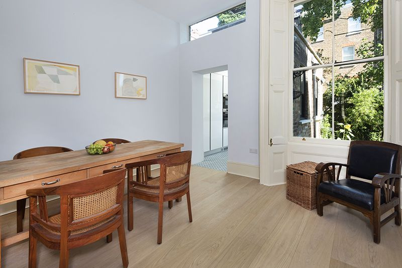 Breakfast room to kitchen