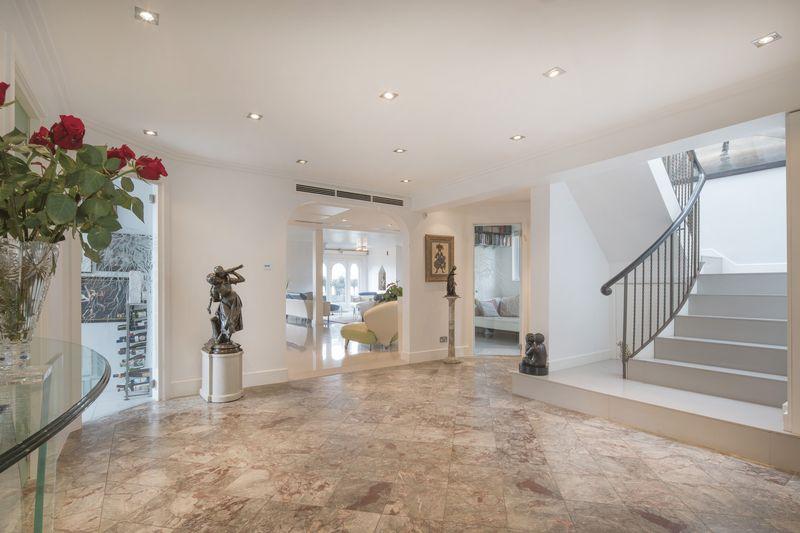 Penthouse, Bickenhall Mansions, Bickenhall Street