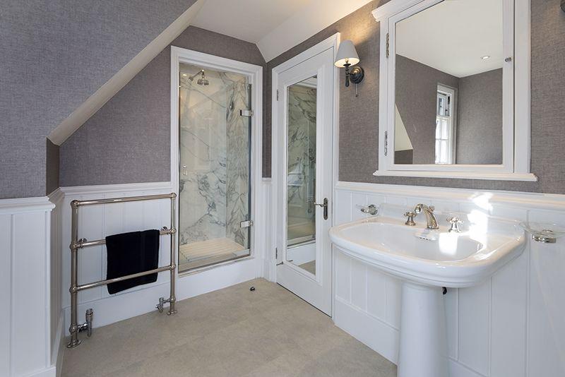 En-suite bathroom 7