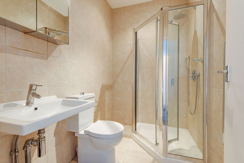 Garden Flat - En-Suite Bathroom