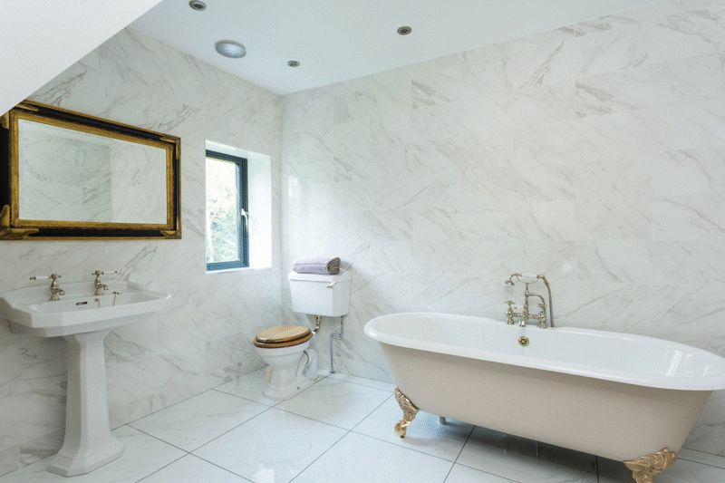 Master bathroom en suite