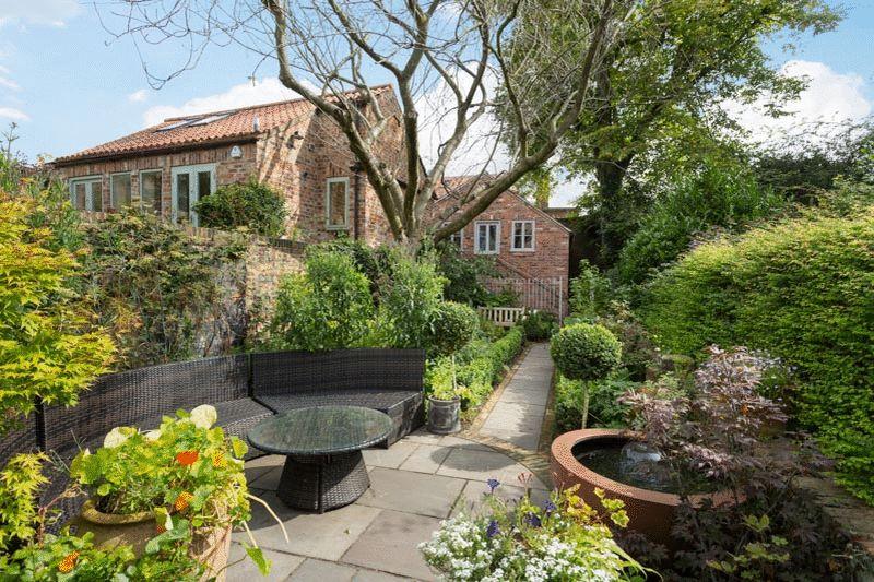 garden & studio apartment