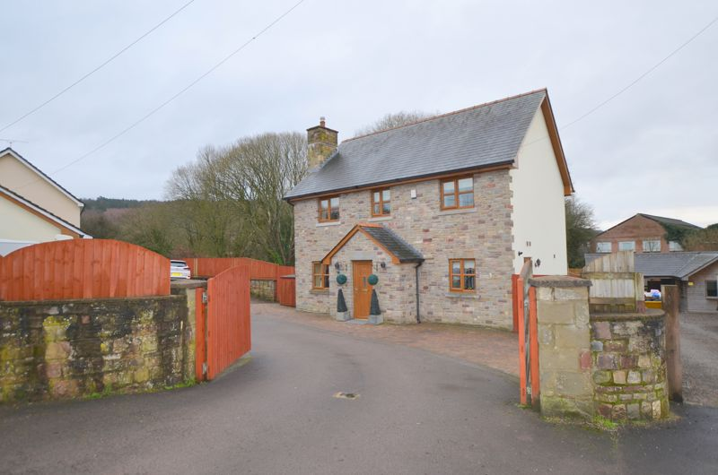 New Road Whitecroft