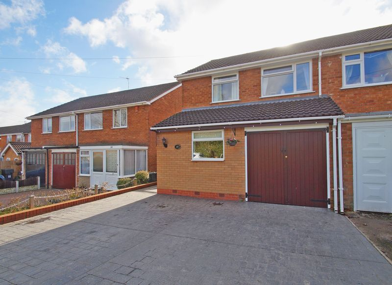 3 Bedrooms Property for sale in Martin Close, Bromsgrove