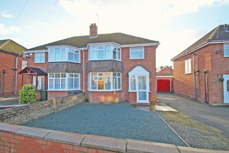 3 Bedrooms Property for sale in Willow Road, Bromsgrove