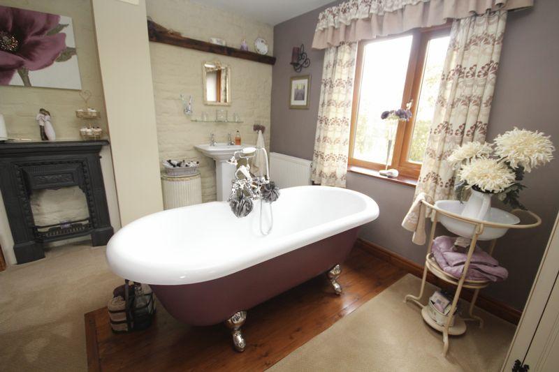 Queen Anne Bath