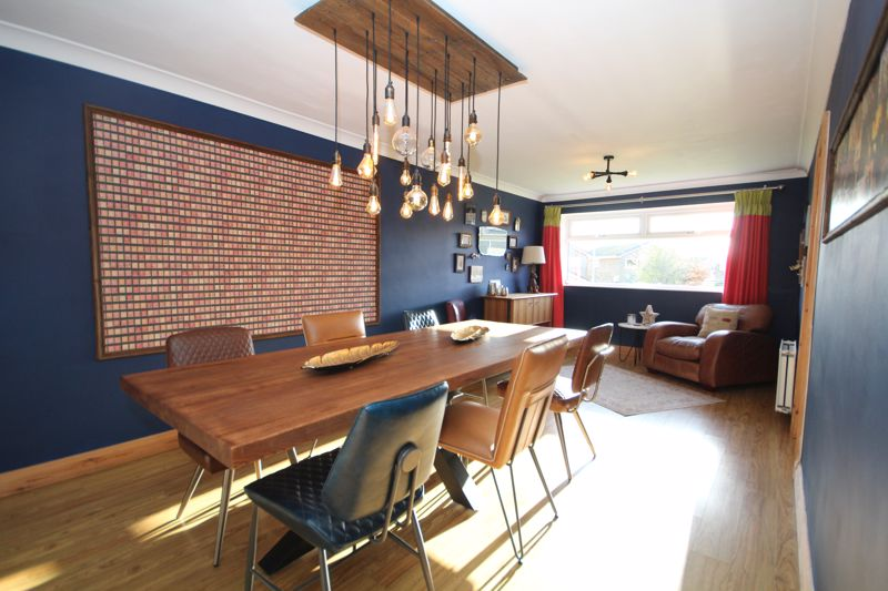 Dining Room / Second Lounge