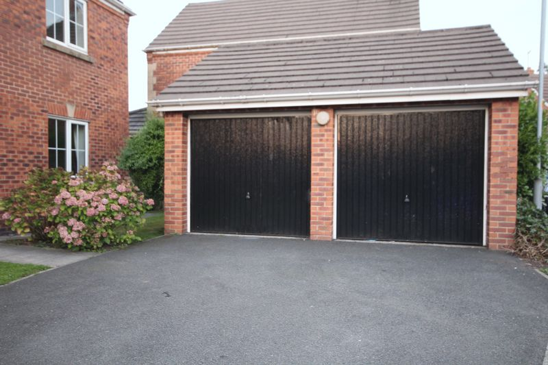 Double Garage / Driveway