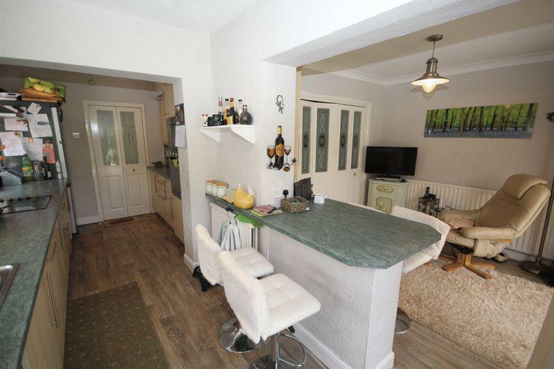Breakfast Kitchen / Second Lounge