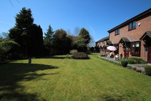 Cottage Gardens Bredbury