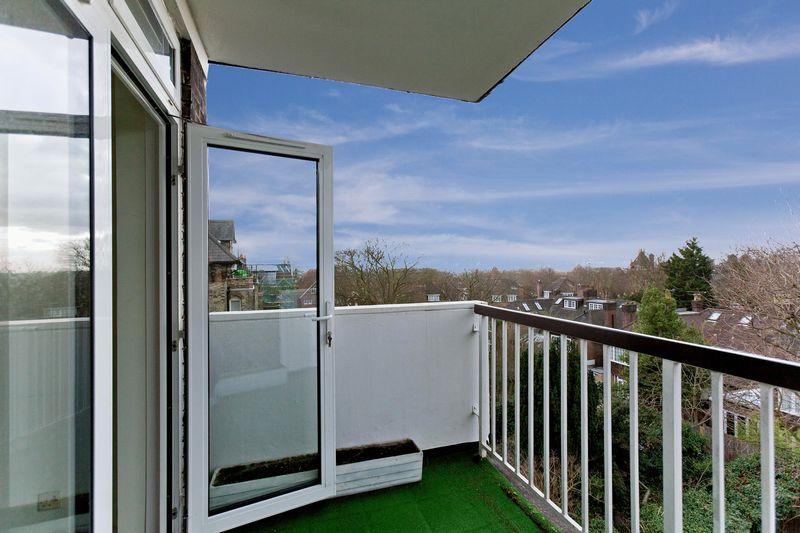 Lyndhurst Terrace