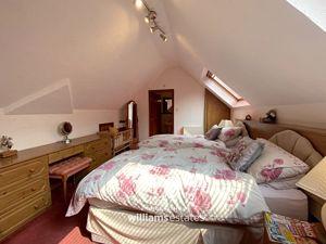 upper floor bed 4