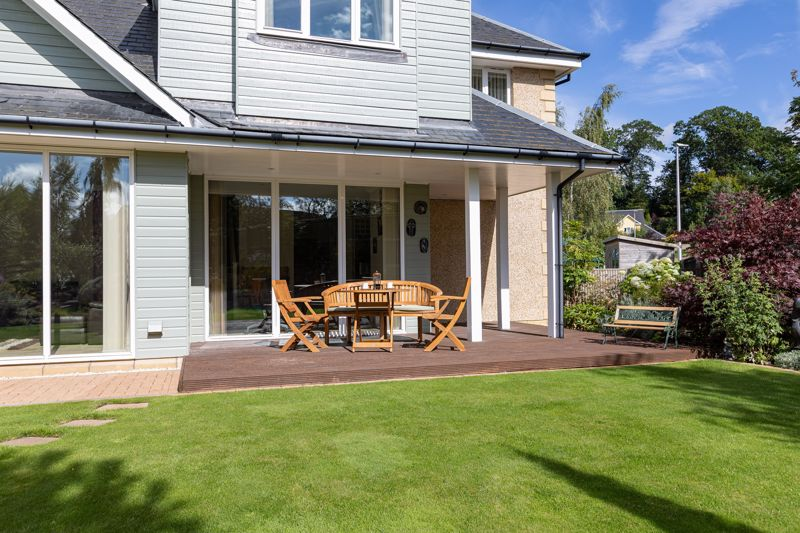 Covered Decking & Lawn