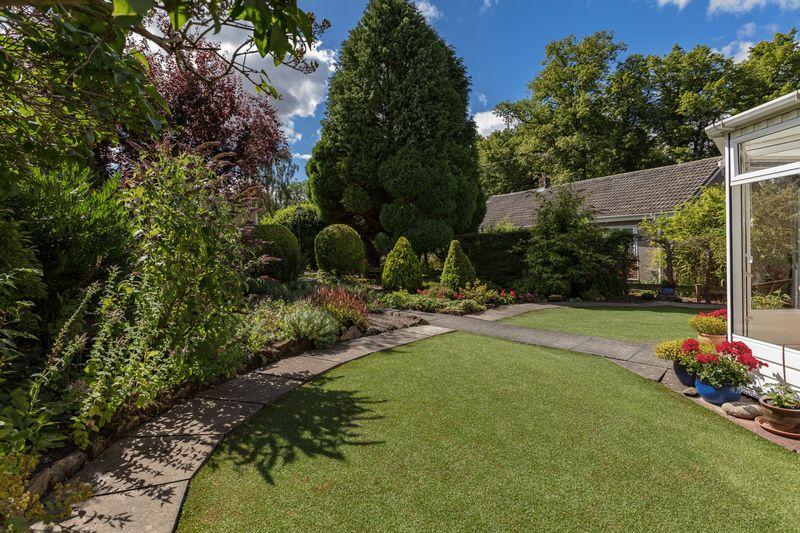 2 Pinnaclehill Gardens