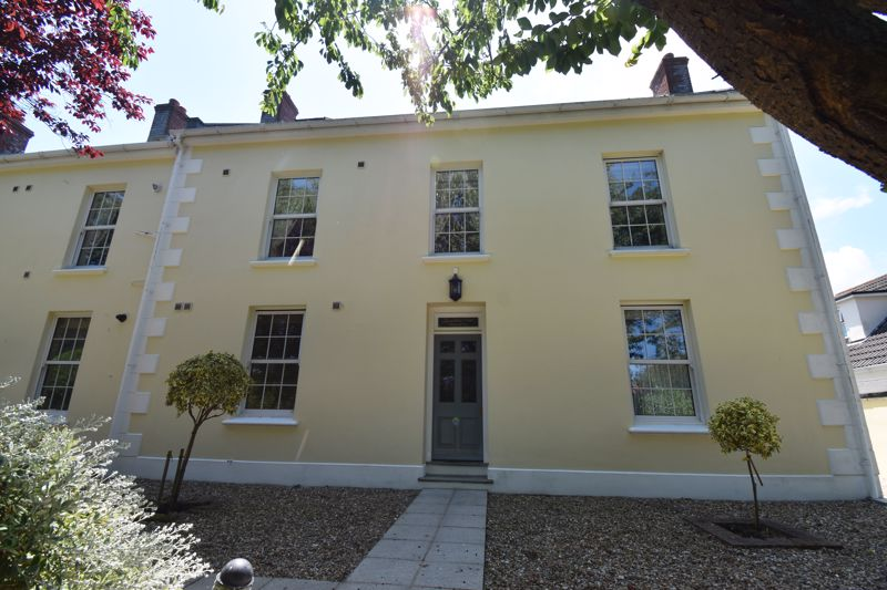 ** UNDER OFFER WITH MAWSON COLLINS ** Apartment 10, Symphony Le Petit Axce