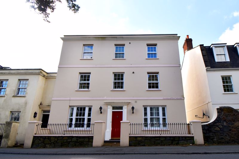 **UNDER OFFER WITH MAWSON COLLINS** 2 Carrington House