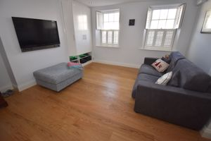 **UNDER OFFER WITH MAWSON COLLINS**  Flat 1, 28 Pedvin Stree