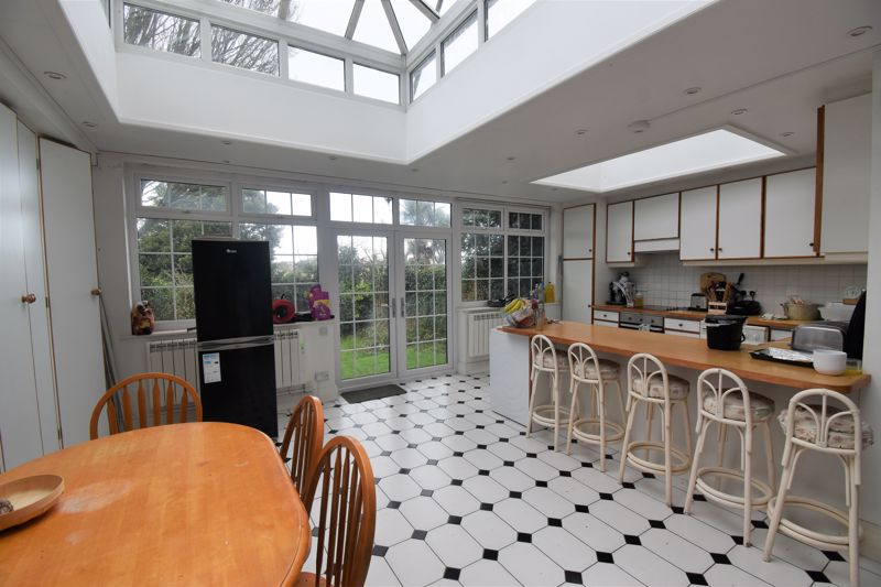** UNDER OFFER WITH MAWSON COLLINS ** Room 2,2 Rozel Terrac Mount Durand