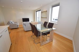 Apt. 8 Clifton Heights, Les Canichers