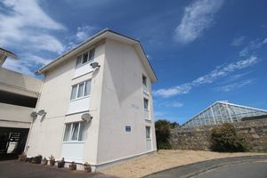 ** UNDER OFFER WITH MAWSON COLLINS ** Flat 4 Mont Clare, Sohier Road