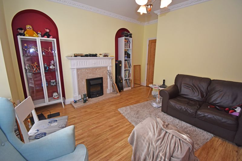** UNDER OFFER WITH MAWSON COLLNS ** 1 Windsor Court, Kings Road