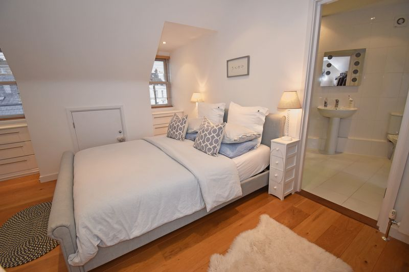 Apt. 2, Roselle Place, North Clifton