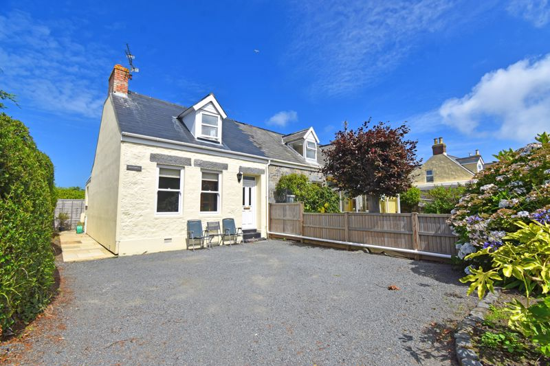** UNDER OFFER WITH MAWSON COLLINS ** Winterfell, Les Sauvagees