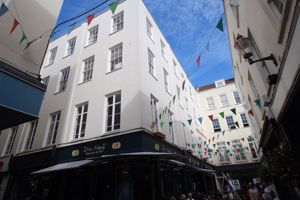 **UNDER OFFER WITH MAWSON COLLINS** Flat 8, 15-21 Commercial Arcade
