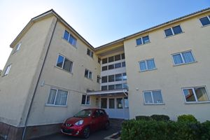 **UNDER OFFER WITH MAWSON COLLINS ** 7 Rozel Court, Rozel Road