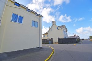 ** UNDER OFFER WITH MAWSON COLLINS ** Flat 5, Maison De Cart Route De Carteret