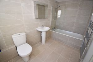 ** UNDER OFFER WITH MAWSON COLLINS ** Flat 2, 7 Le Pollet