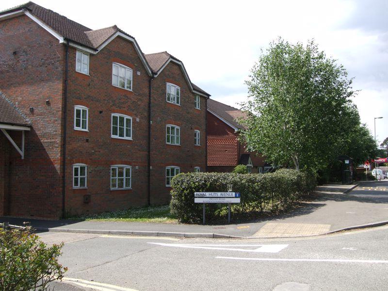 Royal Huts Avenue