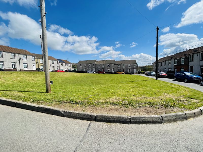 Oakdale Place Pontnewynydd