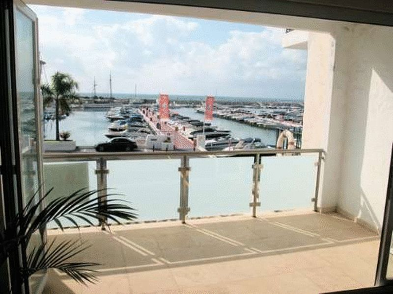 Front Line Apartment, Puerto Banus