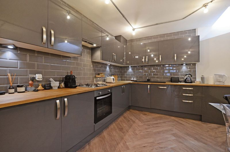 Grey, Gloss Fronted Units