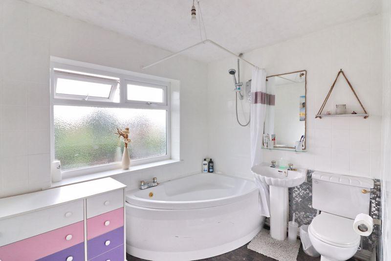 Bedroom One/Ensuite Bathroom