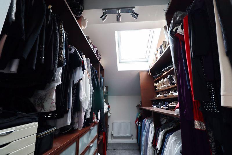 Master Walk in Wardrobe
