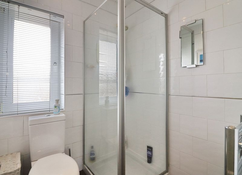Separate WC/Shower