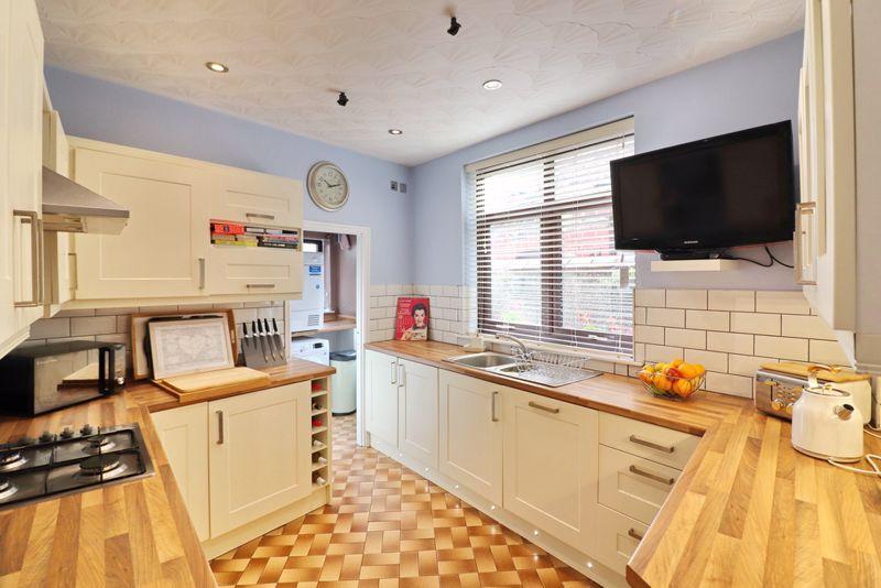 Breakfast Kitchen & Utility