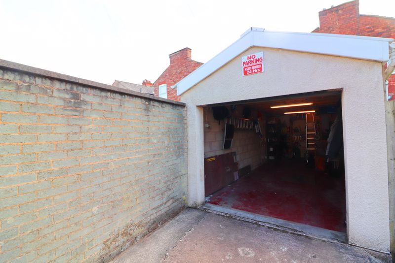 Tandem Garage With Car Pit