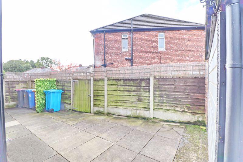 Side Garden & Garage