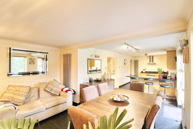 Open Plan Kitchen, Dining & Sitting Area