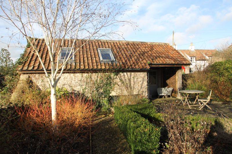 Detached outbuilding with self contained annexe an