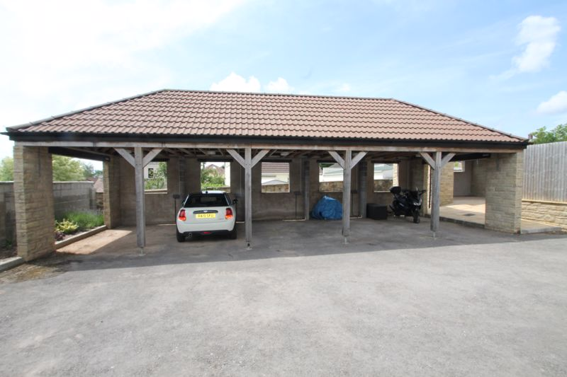 Carport (middle bay)
