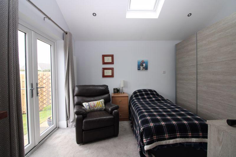 Large en-suite ground floor bedroom or flexi room